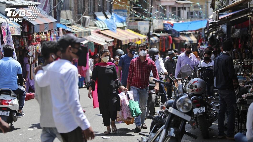 印度單日染疫近2.5萬起,總確診數逾67萬,直逼世界第3的俄羅斯。(圖/達志影像美聯社) 印度單日染疫近2.5萬起 武漢肺炎全球最新情報