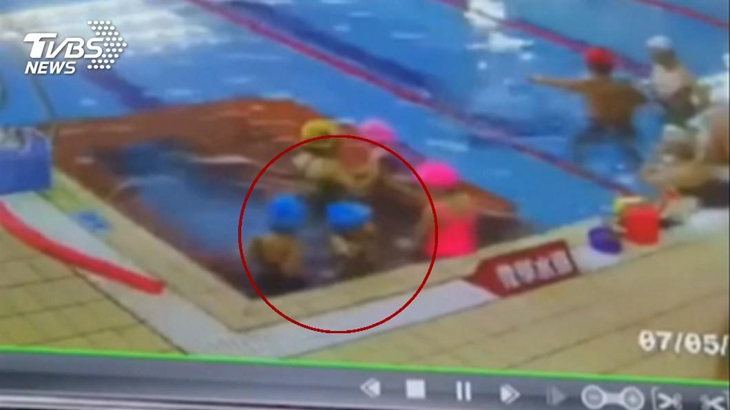 圖/TVBS 3歲女童學游泳險溺 家屬:「教練背對應修正」