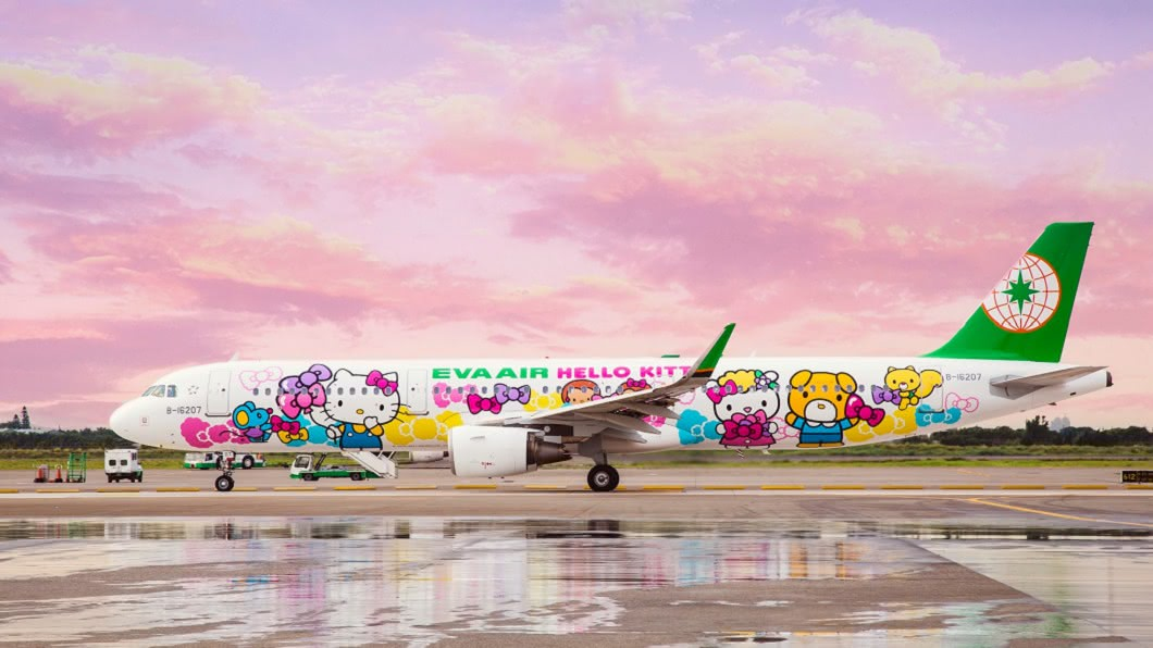 長榮航空Hello Kitty彩繪機。(圖/翻攝自EVA Airways Corp. 長榮航空臉書) 花5千搭Hello Kitty機類出國 長榮航班開賣