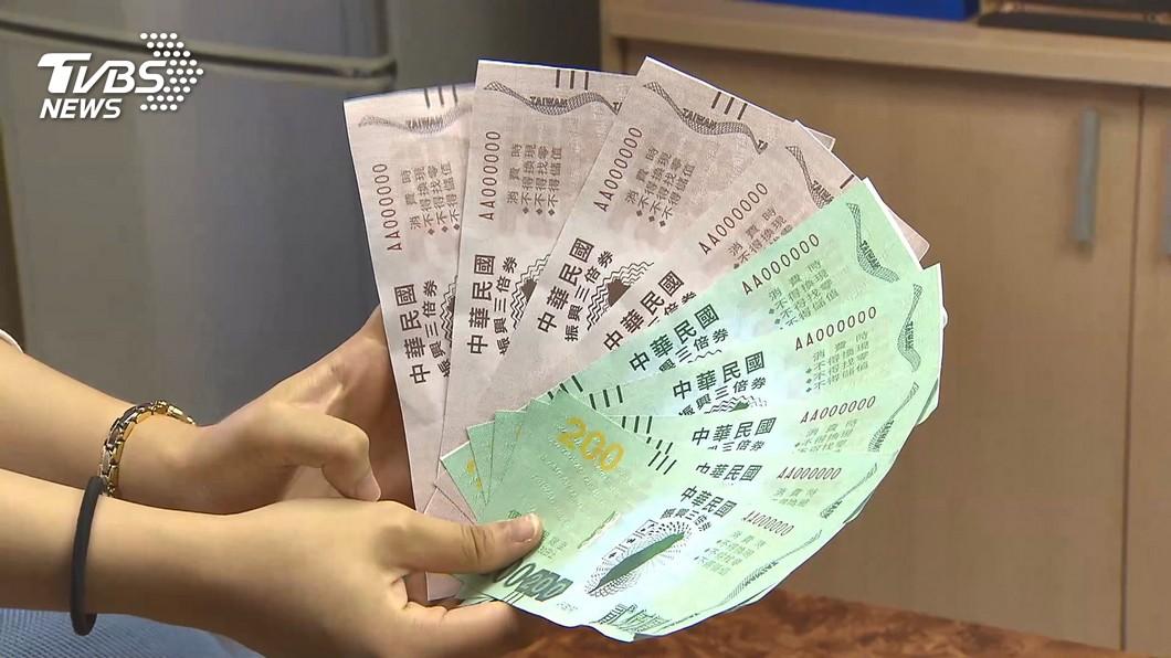 千萬要小心!(圖/TVBS資料畫面) 盜用外婆健保卡…居服員「偷預購三倍券」 雇主傻眼