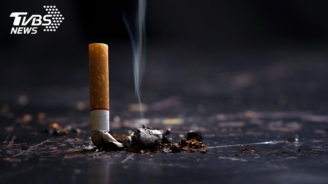 癮君子在住家抽菸遭檢舉。(示意圖/TVBS) 租屋處抽菸被投訴!癮君子嗆「釘孤支」:給我錢就搬家