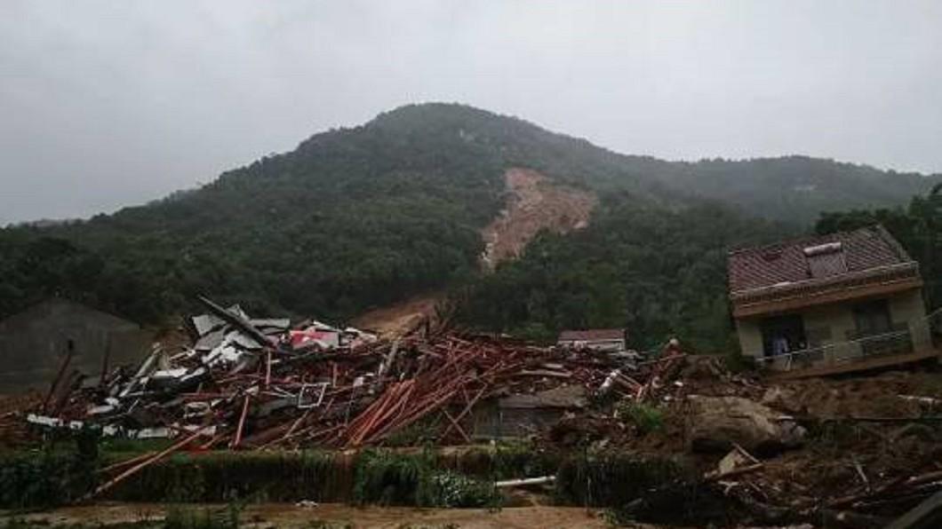 中國大陸南方連日遭逢暴雨侵襲。(圖/翻攝自微博) 湖北暴雨成災「9人遭活埋」 她心碎哭喊:兒子還在裡面
