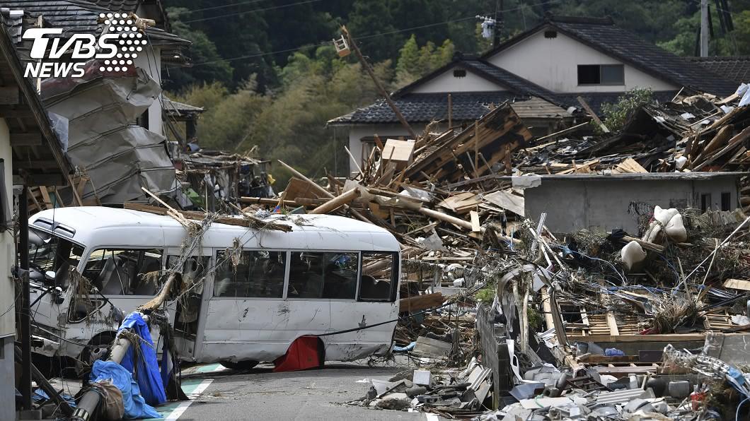 圖/達志影像美聯社 日本洪水救出襁褓嬰 老夫婦手牽手同溺斃