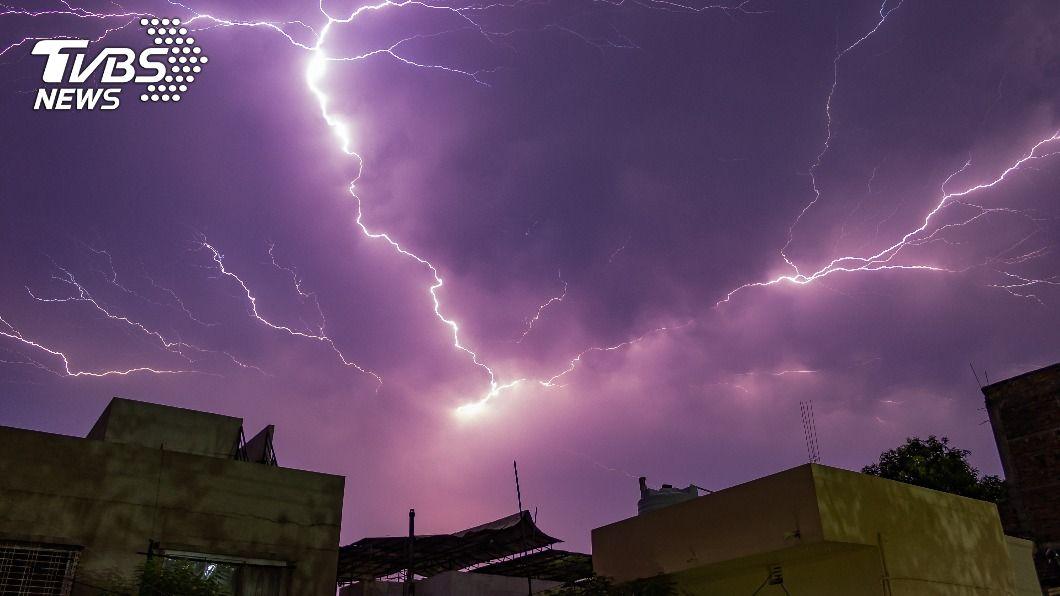 印度閃電頻傳,超過200遭雷擊斃命。(示意圖/TVBS) 昔佛陀住處頻閃電雷擊 印度比哈爾邦222人斃命