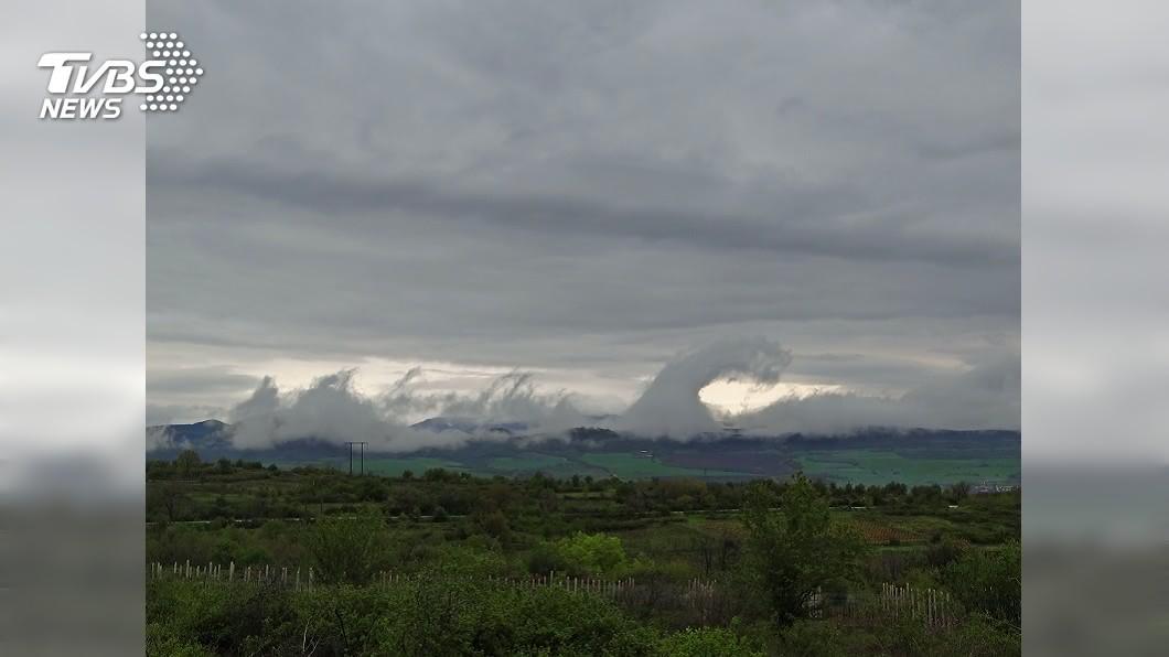 示意圖/TVBS 哥吉拉大軍入侵? 津輕海上出現罕見雲層