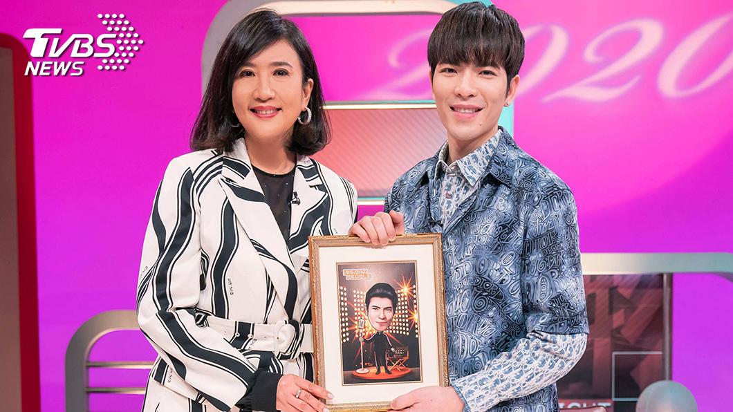《TVBS看板人物》主持人方念華專訪蕭敬騰。圖/TVBS 《TVBS看板人物》方念華專訪蕭敬騰 面對壓力 「緊張反而讓自己更專注!」
