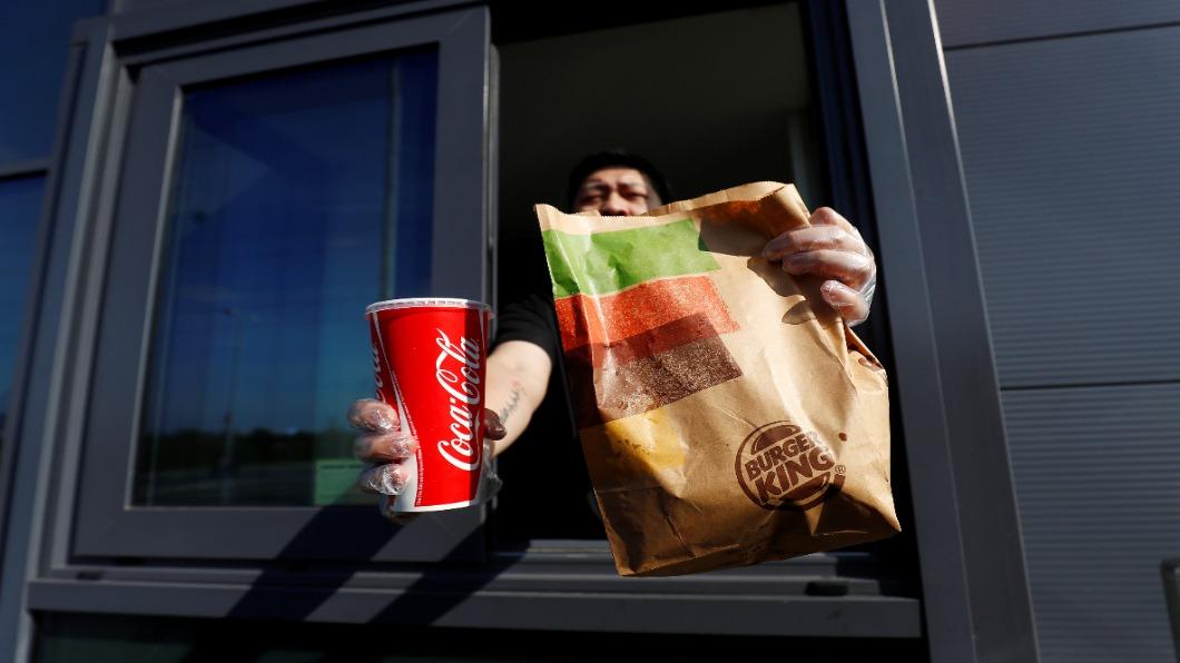 圖/達志影像路透 英國政府推外食半價優惠 漢堡王擬關1成店面