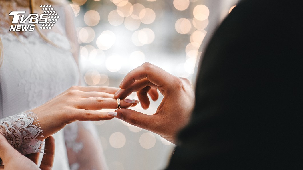 示意圖/TVBS 婚禮邀「床伴」坐第一排 賓客全傻眼…新娘:他一定要在