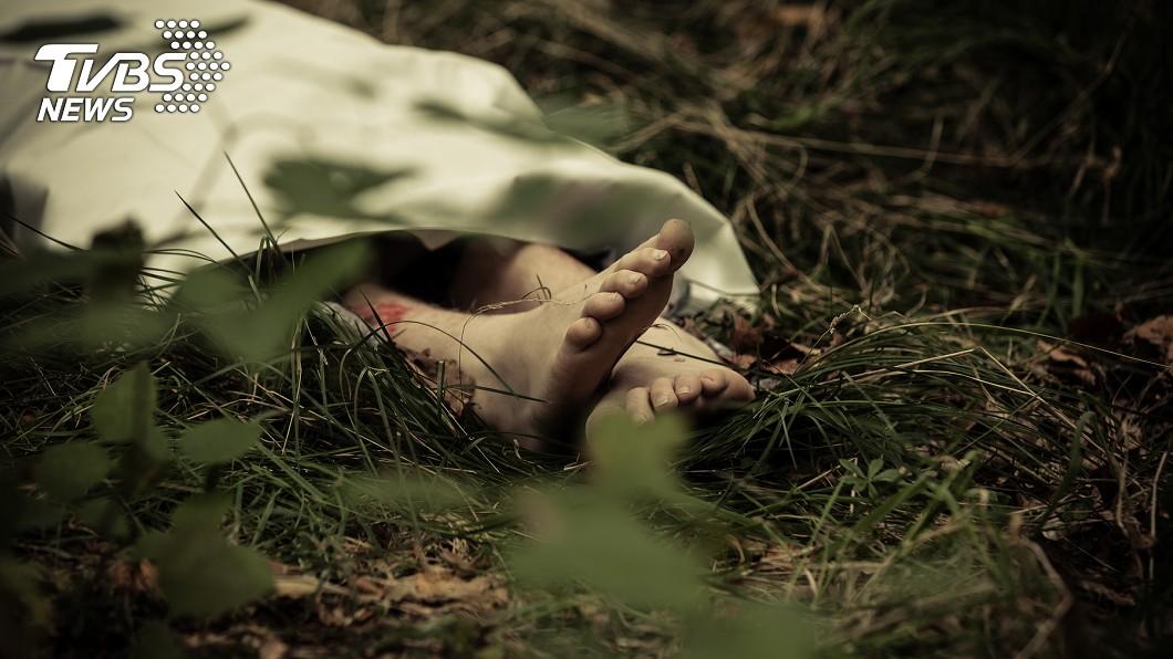 巴基斯坦一名女子遭夫殘忍殺害。(示意圖/TVBS) 不願同床小叔!嫩妻遭夫石頭砸死 父墓前哭喊