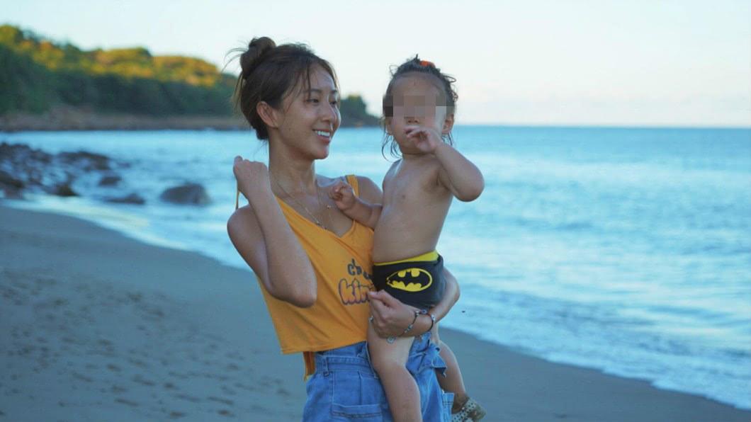 圖/翻攝自隋棠臉書 隋棠被罵「不該讓女兒裸露上身」 網見照傻眼:住海邊嗎