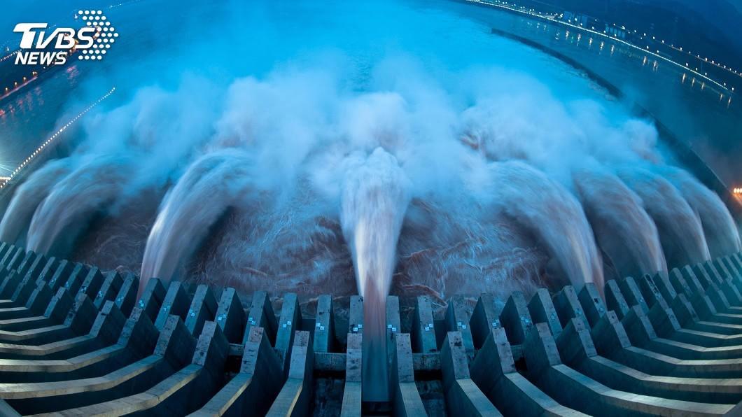 (示意圖/shutterstock 達志影像) 連日下暴雨!長江上游今年度最大洪水 通過三峽大壩