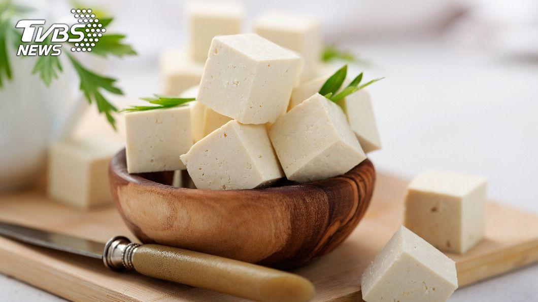 許多人不知道百頁豆腐並非豆製品。(示意圖/TVBS) 不是豆製品!百頁豆腐製作超驚人 網嚇傻:不敢再吃了