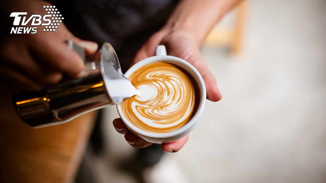 許多人每天都要來杯咖啡提神。(示意圖/TVBS) 喝咖啡仍無法提神?醫師曝「高效喝法」:工作效率特高