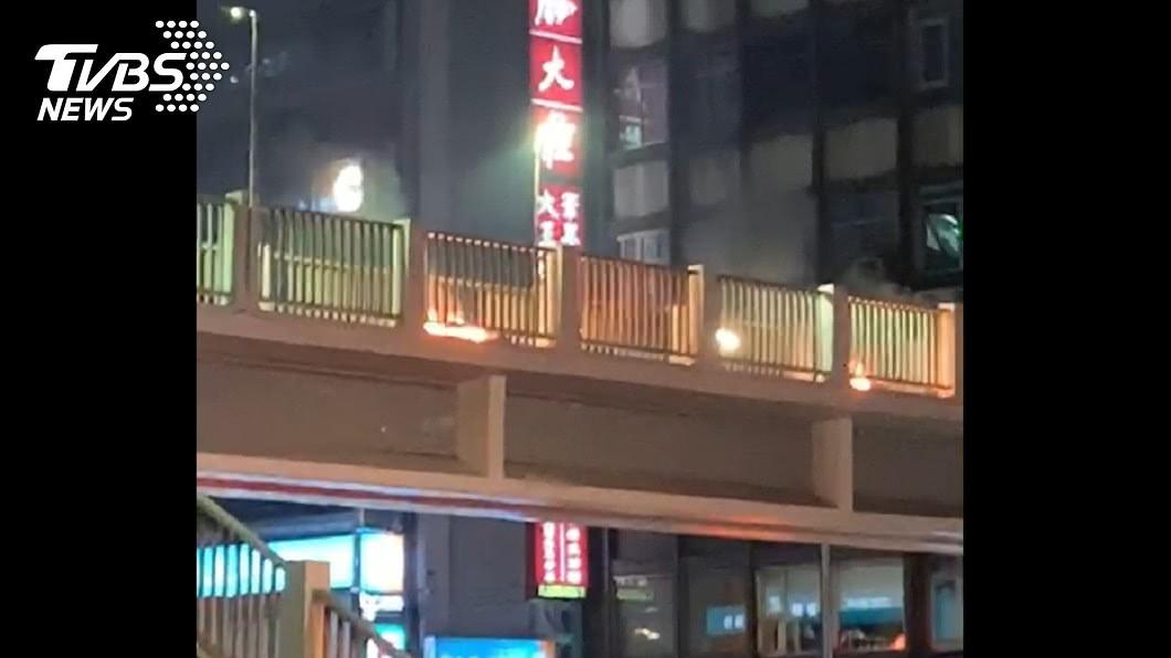 (圖/黃小姐提供) 監察院旁天橋 男子自焚全身60%燒燙傷送醫搶救