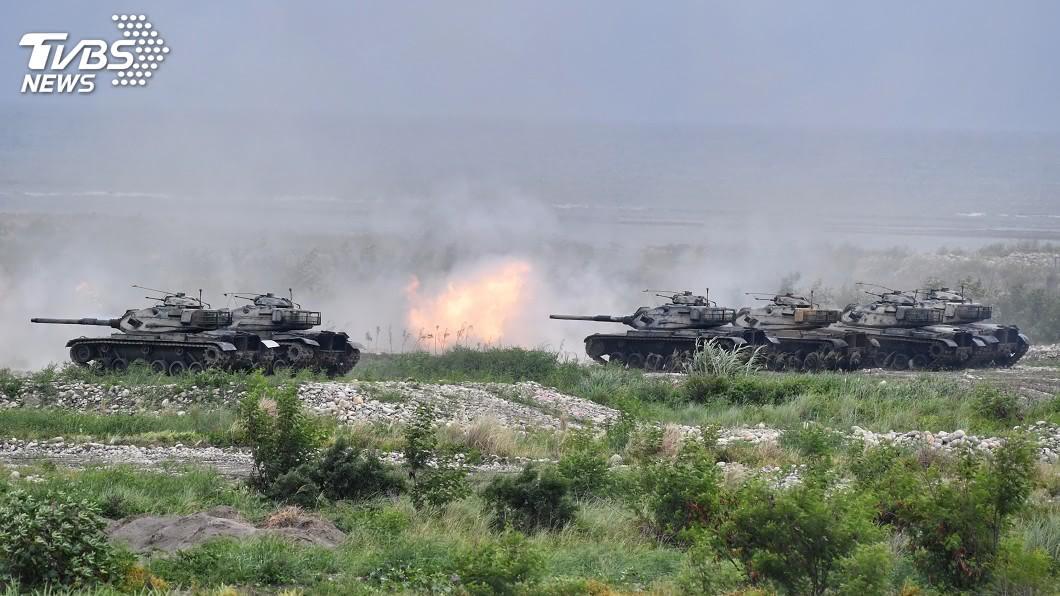 圖為M60A3戰車火砲射擊。(圖/中央社) 漢光演習模擬敵軍台東搶灘 動員重裝掃蕩
