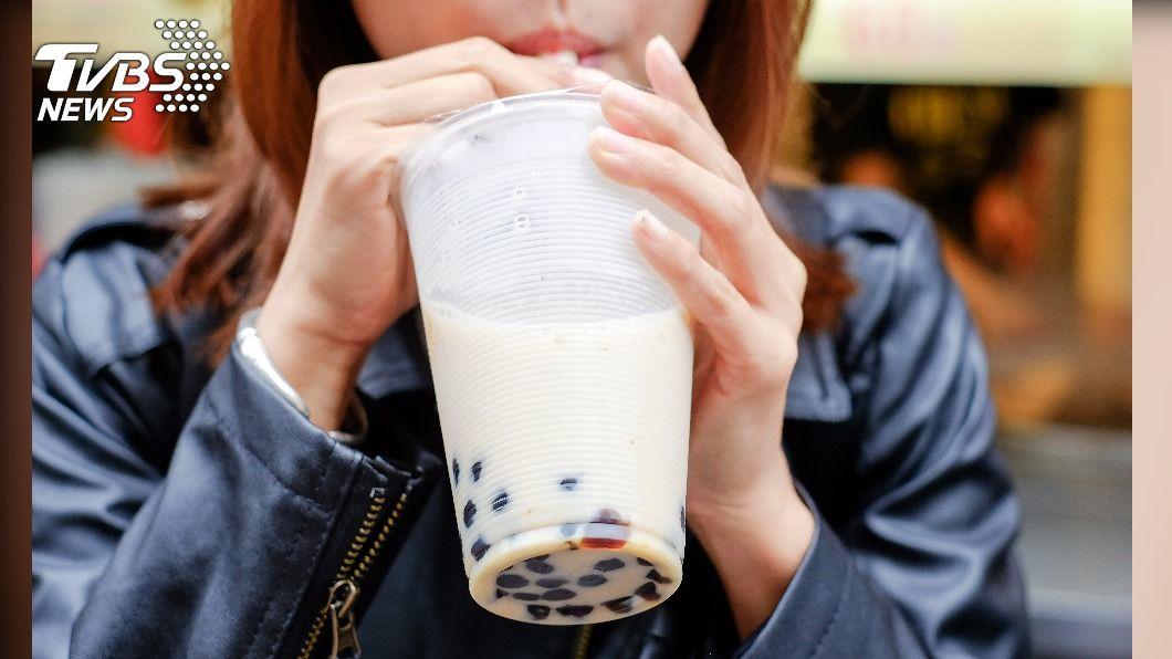 很多人熱愛喝奶茶。(示意圖/TVBS) 天天1杯奶茶!高中生慘長「白巨石」痛到無法走