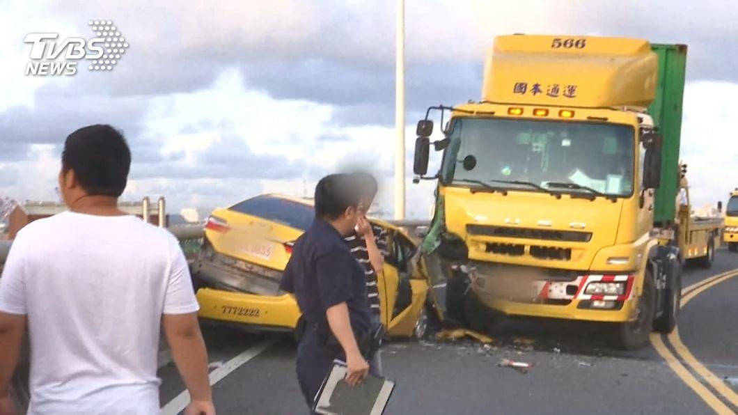 圖/TVBS 逆向闖專用道撞貨櫃車 小黃運將酒測0.95