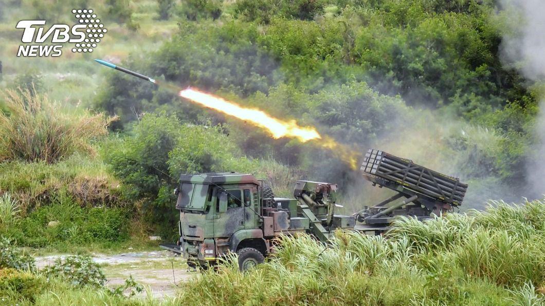雷霆2000多管火箭系統在甲南海灘發射,威力震懾全場。(圖/中央社) 漢光36號實兵演習結束 達成各項任務計畫目標