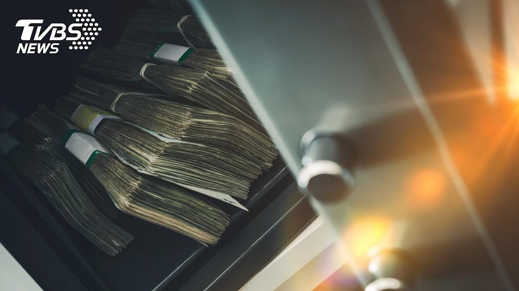 印度10歲男童偷走100萬盧比。(示意圖/TVBS) 10歲童搶銀行「30秒偷40萬」…警揭犯案手法