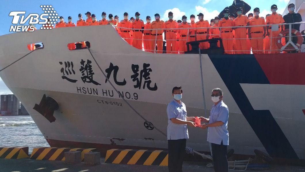 「巡護九號」今天返抵高雄港。(圖/海巡署提供) 完成公海護漁返國 巡護九號全船配合檢疫