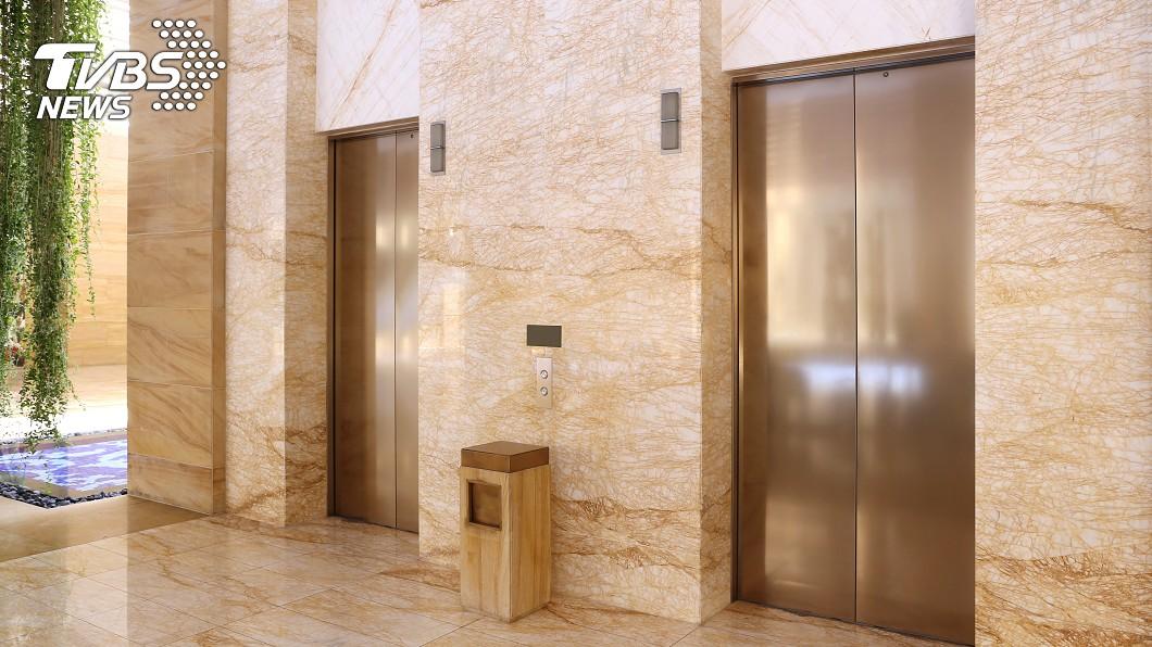 電梯示意圖,與本文無關。(圖/TVBS) 懶成這樣!百萬現金「丟電梯送上樓」門開秒悲劇