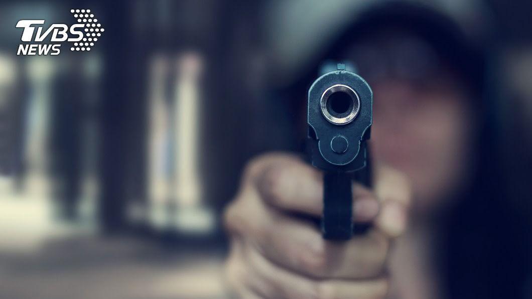 (示意圖/shutterstock 達志影像) 歹徒闖美國聯邦女法官宅邸行凶 子遭槍殺夫重傷