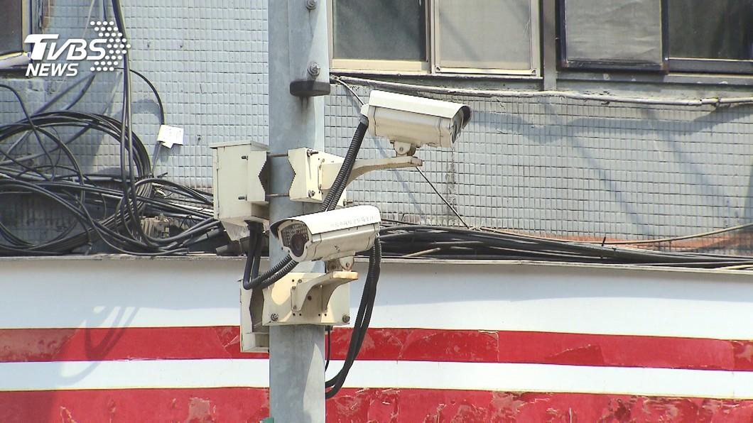 警察大談4角戀,甚至為感情糾葛公器私用。(圖/TVBS) 警界4角戀!男劈腿害甜美女 遭「監視器」跟蹤