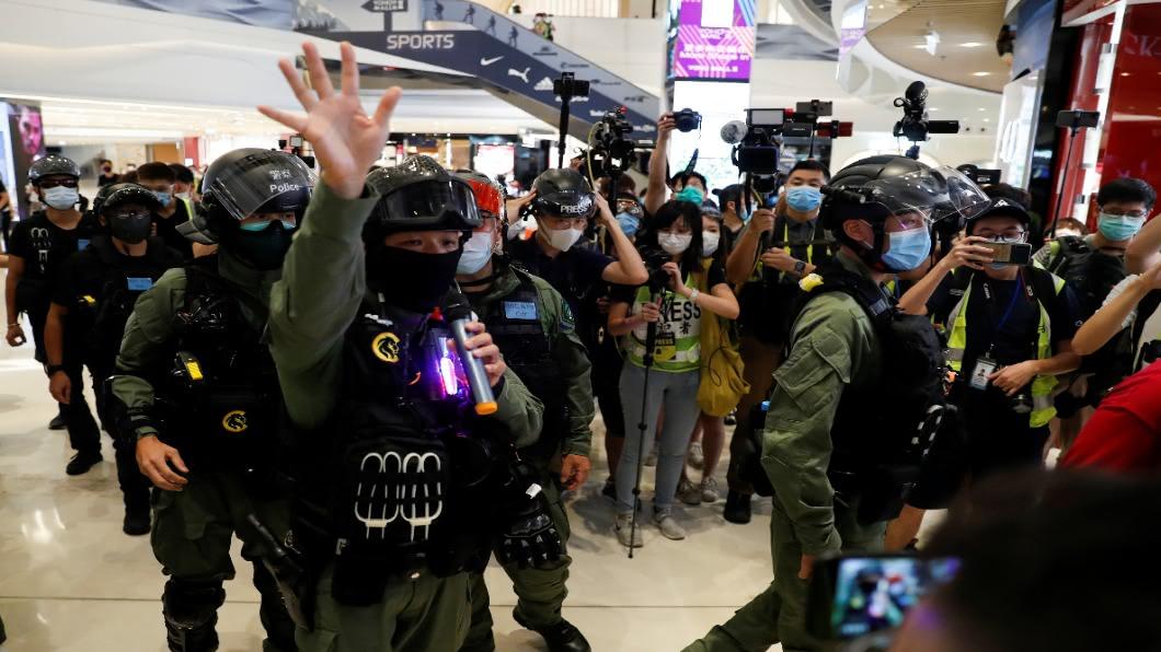 圖/達志影像路透 721元朗案周年 香港民眾再上街.警以限聚令驅逐