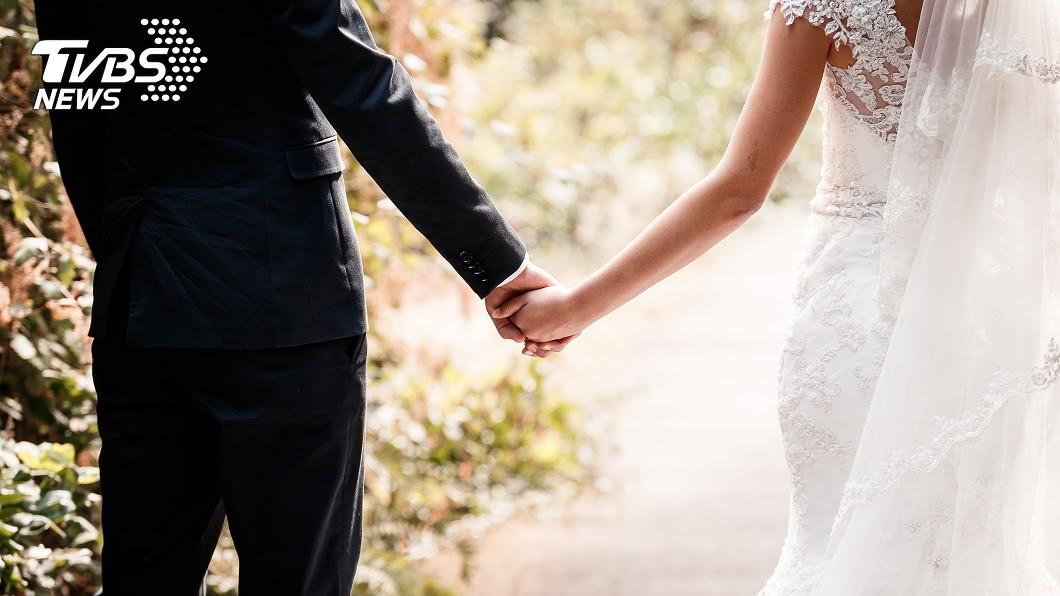大陸1對新人婚禮當天遇到車禍意外事故。(示意圖/shutterstock 達志影像 禮車失控撞死小姊弟 新人淡定下車「照辦婚禮」