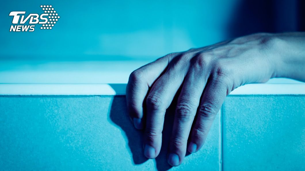 美國一名婦女被發現陳屍家中。(示意圖/Shutterstock達志影像) 腐爛遺體塞衣服堆 「媽媽睡著了」4兒女伴屍2年沒人知