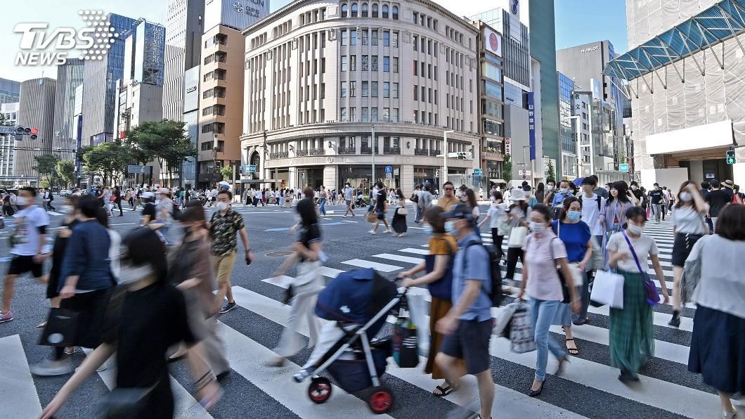 日媒指出,疫情到7月初還以首都圈為主,至今已明顯擴大到全日本。(圖/達志影像美聯社) 日本22日新增795例創紀錄 疫情從東京擴散全境