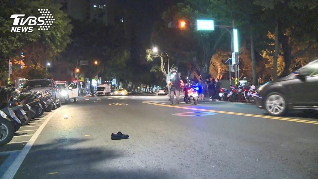 台北市萬華區青年公園今天凌晨發生一起死亡車禍。(圖/TVBS) 北市9旬老翁闖紅燈遭機車撞飛 送醫搶救不治