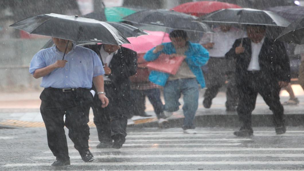 圖/達志影像路透 暴雨夜襲南韓.2百人避難 釜山淹大水