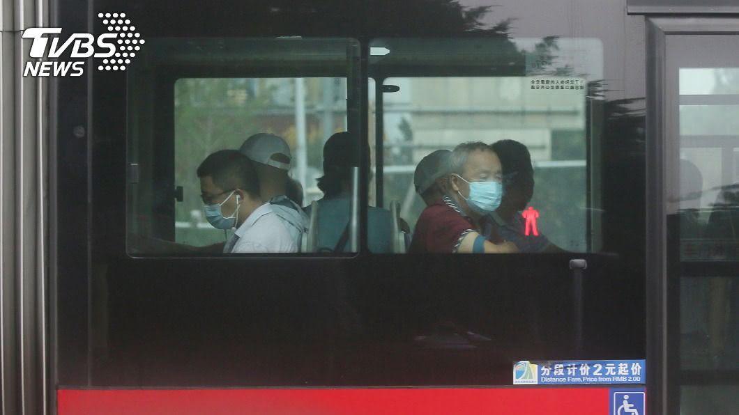 中國26日新增2019冠狀病毒疾病確診病例61例。(圖/達志影像美聯社) 中國新增61例新冠肺炎確診 本土占57例