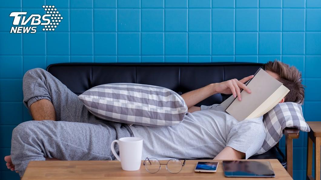 真的要小心!(示意圖/shutterstock達志影像) 運動完吹冷氣爽睡…男起床驚「左半邊動不了」 醫曝關鍵