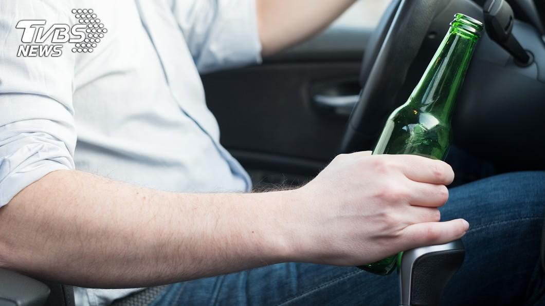 喝酒不開車,開車不喝酒!(示意圖/shutterstock達志影像) 27歲男放話「挑戰酒駕」…1分鐘後慘死 驚悚畫面曝光