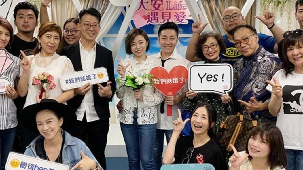 王瞳、艾成28日登記結婚,正式結為夫婦。(圖/翻攝自艾成臉書) 真的結婚了!王瞳今甜嫁艾成 嗨喊「我是蔡太太」