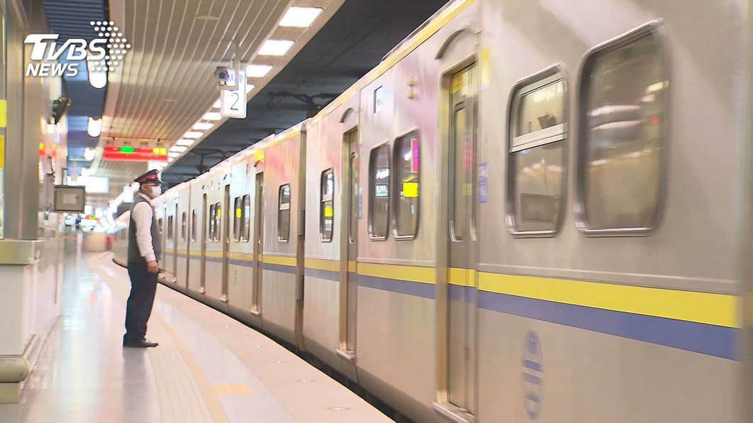 網友抱怨在台鐵遇到行徑誇張的男童。(示意圖/TVBS) 男童車廂「做體操狂搖椅」母無視 他爆氣:沒禮貌