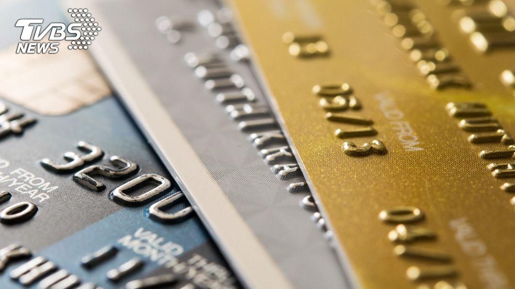 各家銀行陸續推出信用卡優惠活動。(示意圖/shutterstock達志影像) 信用卡也要斷捨離! 三大神卡下半年優惠「一下二上」