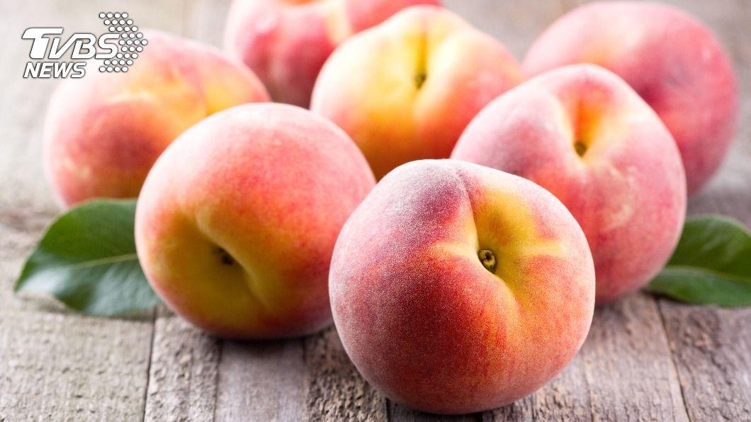 水蜜桃皮富含豐富神經醯胺。(示意圖/shutterstock達志影像) 水蜜桃「連皮吃」? 專家曝養顏美容功效