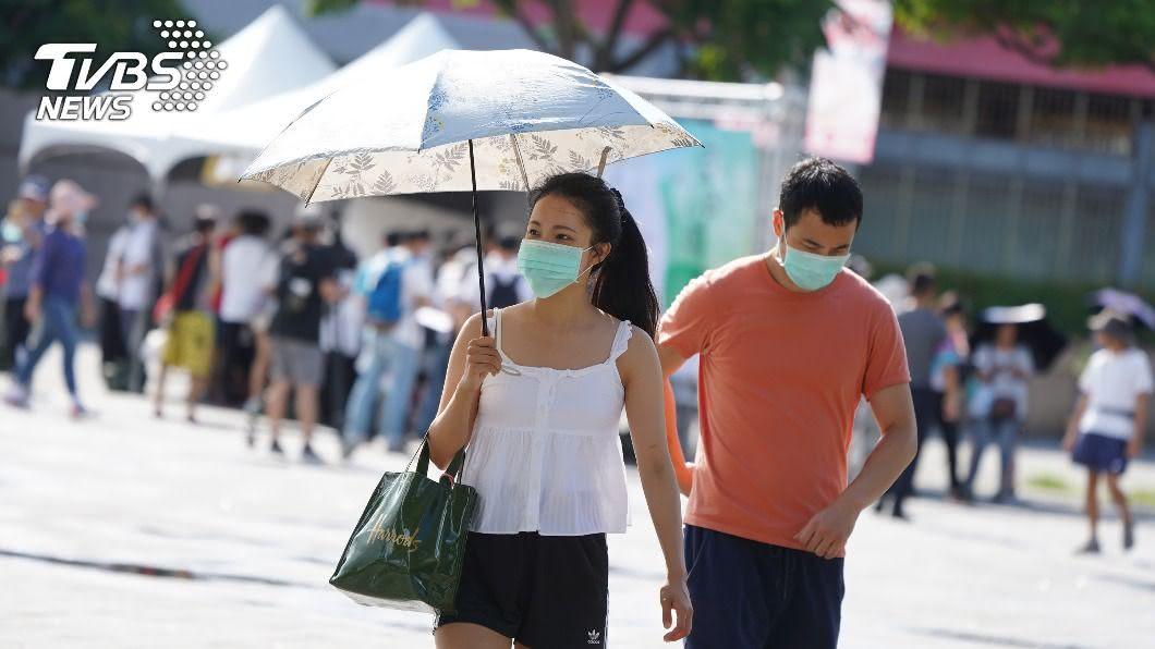 各地大多為多雲到晴且依然高溫炎熱。(圖/中央社) 防曬多補充水分! 全台高溫炎熱慎防午後陣雨