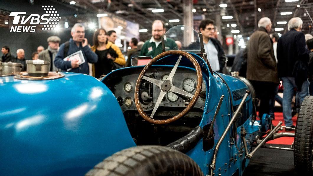 圖/達志影像美聯社 布迪加推電動老爺車 德新車可左右調方向盤