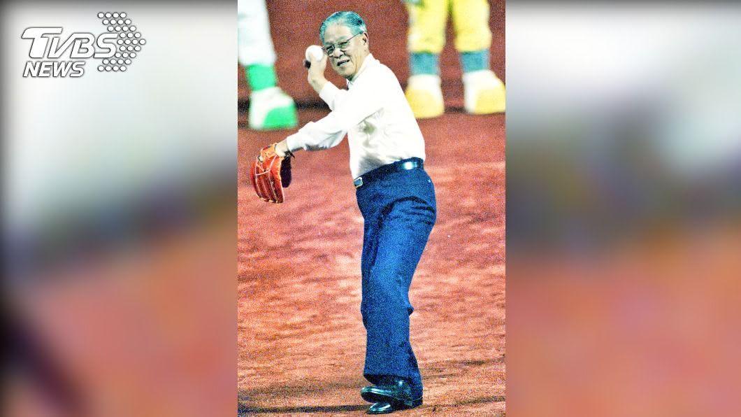 李登輝曾為明星賽開球過。(圖/中華職棒提供) 李登輝為首位開球國家元首 中職悼念降半旗3天