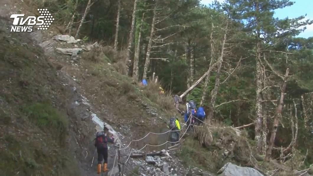 登山事故暴增 半年近200件!救難員「救到手軟」