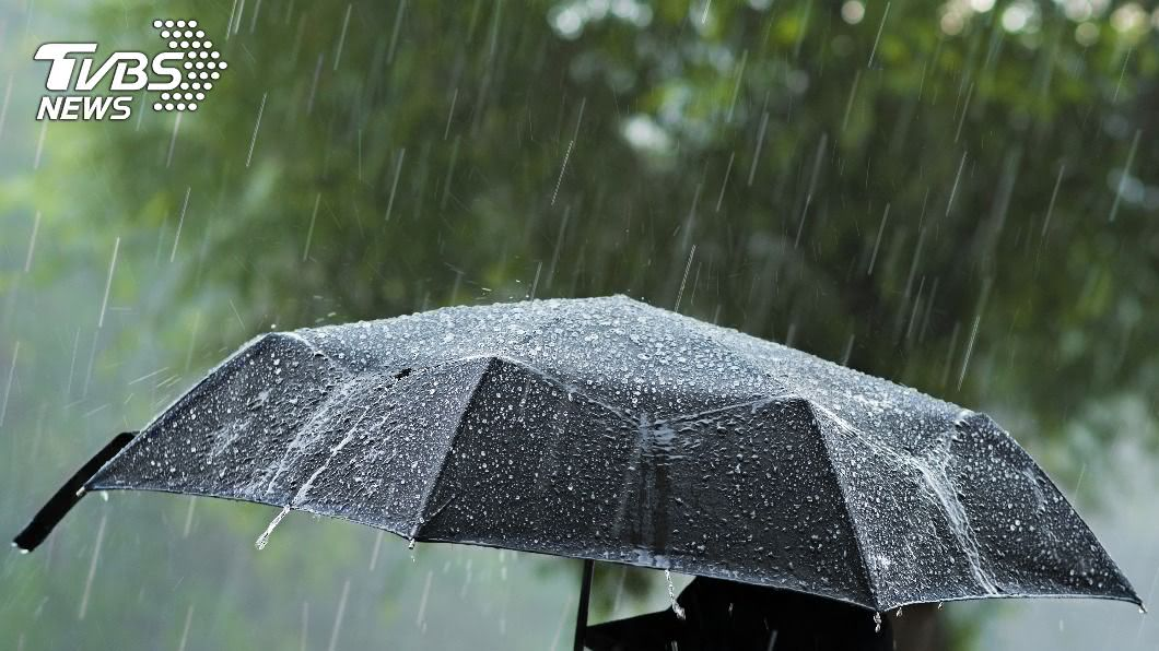 易有局部大雨發生的機率,注意雷擊及強陣風。(示意圖/shutterstock 達志影像) 颱風哈格比增強中 全台各地慎防豪大雨