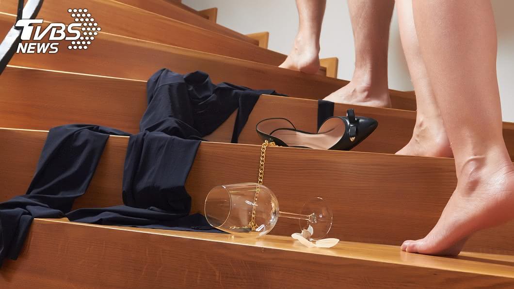 1名補教界的女強人被先生抓包和小王衣衫不整共處一室,不僅被離婚得付3788萬元給先生。(示意圖/shutterstock 達志影像) 偷吃小王被抓包 補教女強人遭休得賠尪3788萬