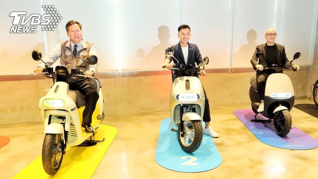 (圖/中央社) 為2020台灣設計展宣傳 林智堅首站參訪Gogoro