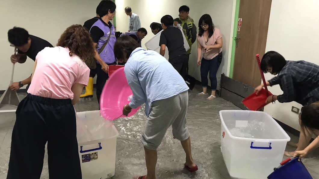 兒童新樂園的兒童劇場大淹水。(圖/如果兒童劇團提供) 兒童新樂園劇場淹水 如果兒童劇團音響服裝泡湯