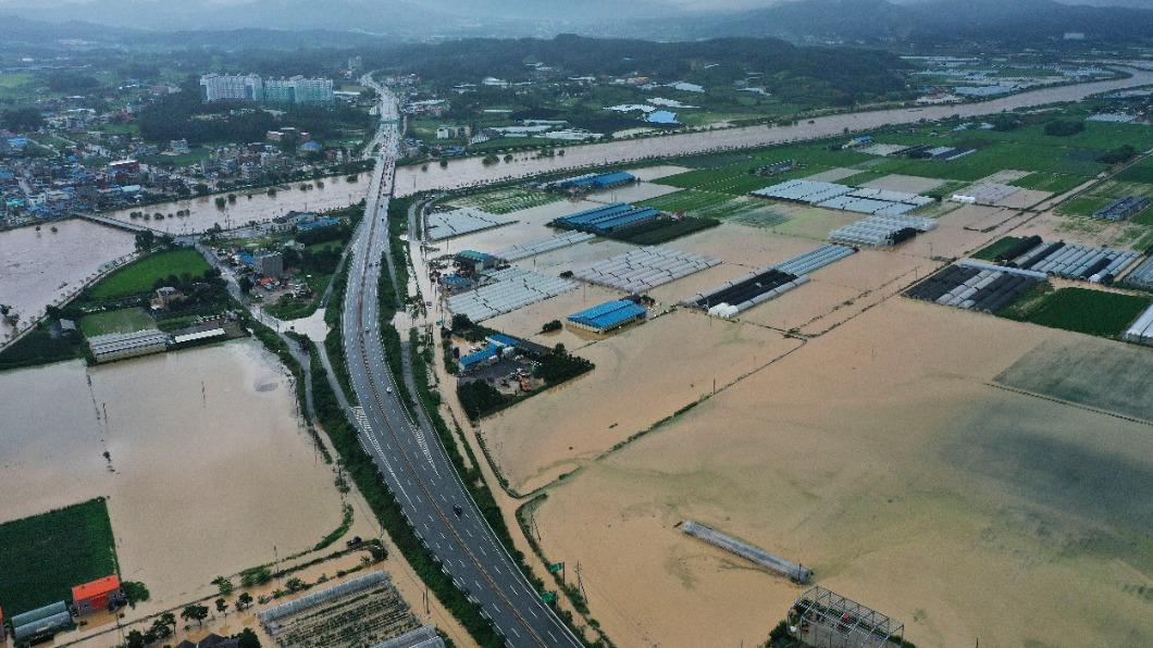 圖/達志影像美聯社 南韓暴雨引洪患 颱風恐增雨勢更慘