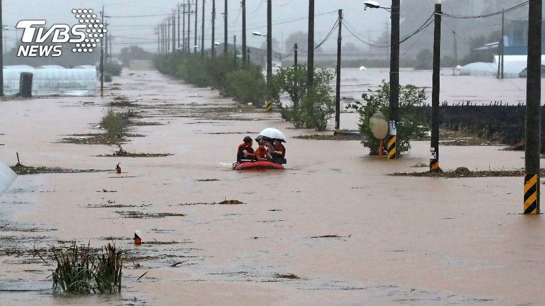 連日豪雨引發韓國洪災。(圖/達志影像美聯社) 韓國連日暴雨釀13死13失蹤 逾千人受災